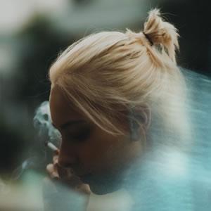 Résultat d'enquête sur le lien existant entre les adolescents fumeurs et la 'mal bouffe'